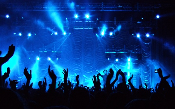 how-to-make-it-in-the-music-business-crowd