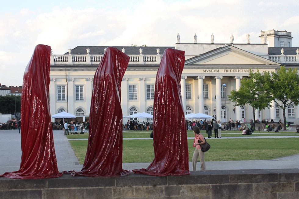 time guards manfred kielnhofer kili sculpture